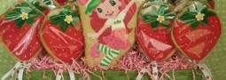 Strawberry Shortcake cookie pops basket