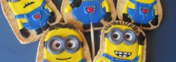Valentine's Day Minion (Despicable me) cookie pops