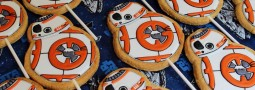 BB8 cookie pops