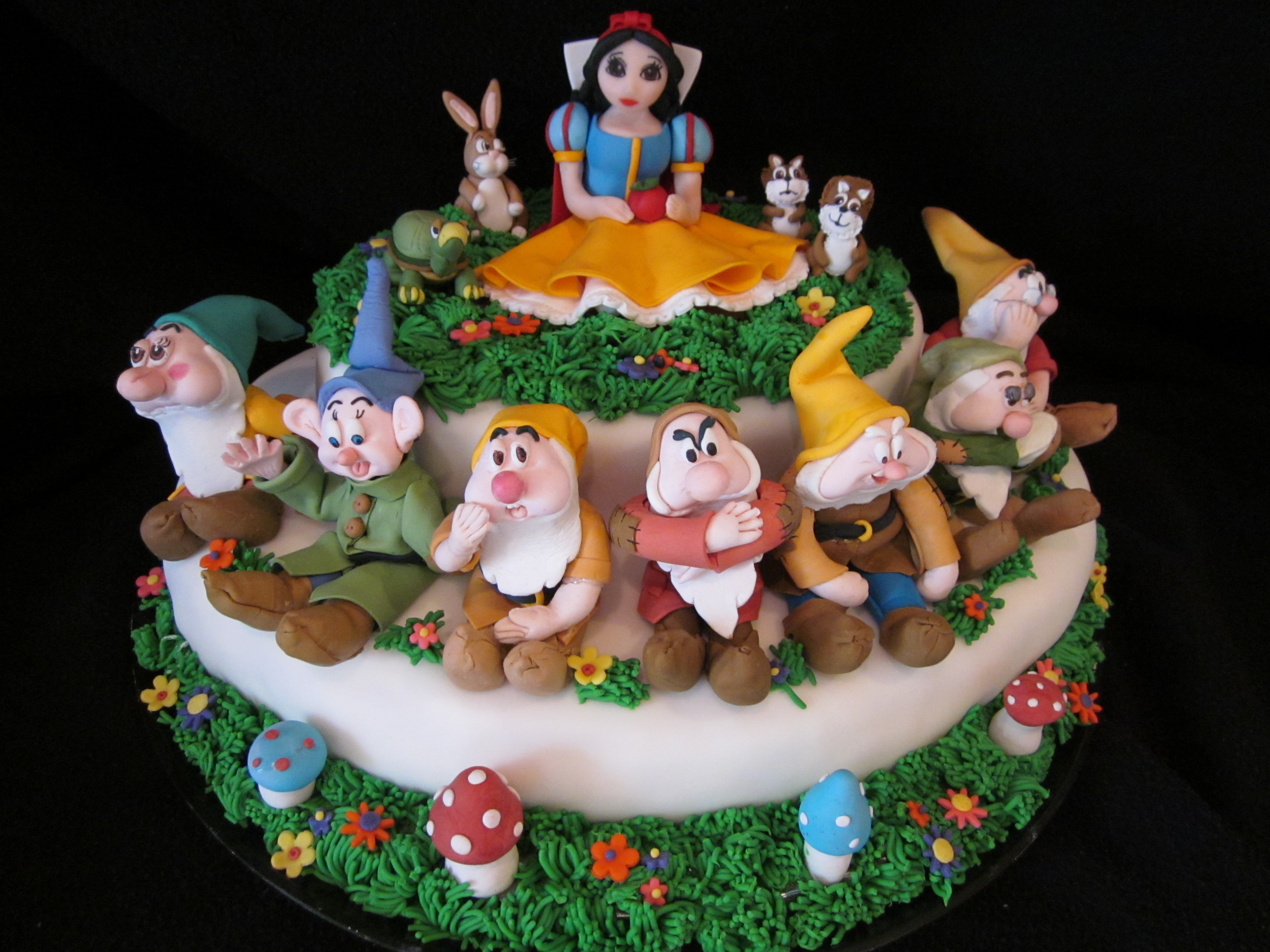 Snow white and the seven dwarfs cake dolce ladybug